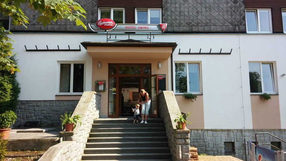 Vchod od Hotelu